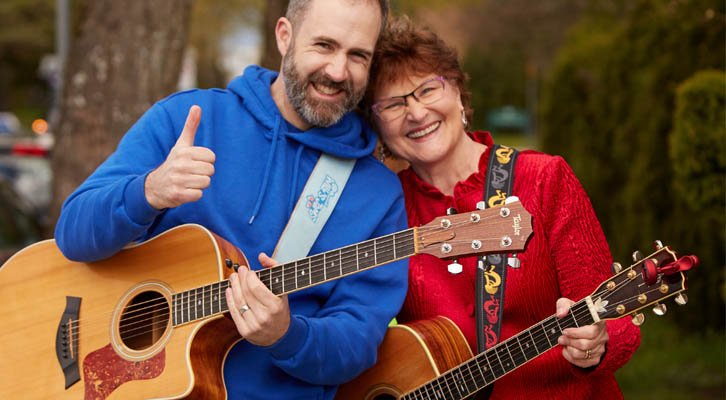 Children entertainers Will Stroet and Charlotte Diamond holding guitars
