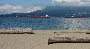 Oil tanker in Burrard Inlet © Elise DeCola