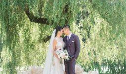Married couple under a tree at VanDusen Botanical Garden